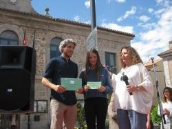Adriana San Román, 2º Premio, junto a la concejala de Medio Ambiente y Eduardo, el profe de Biología.